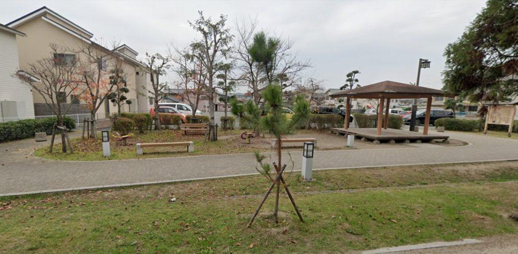 相楽保育園・小学校前の通りの広場
