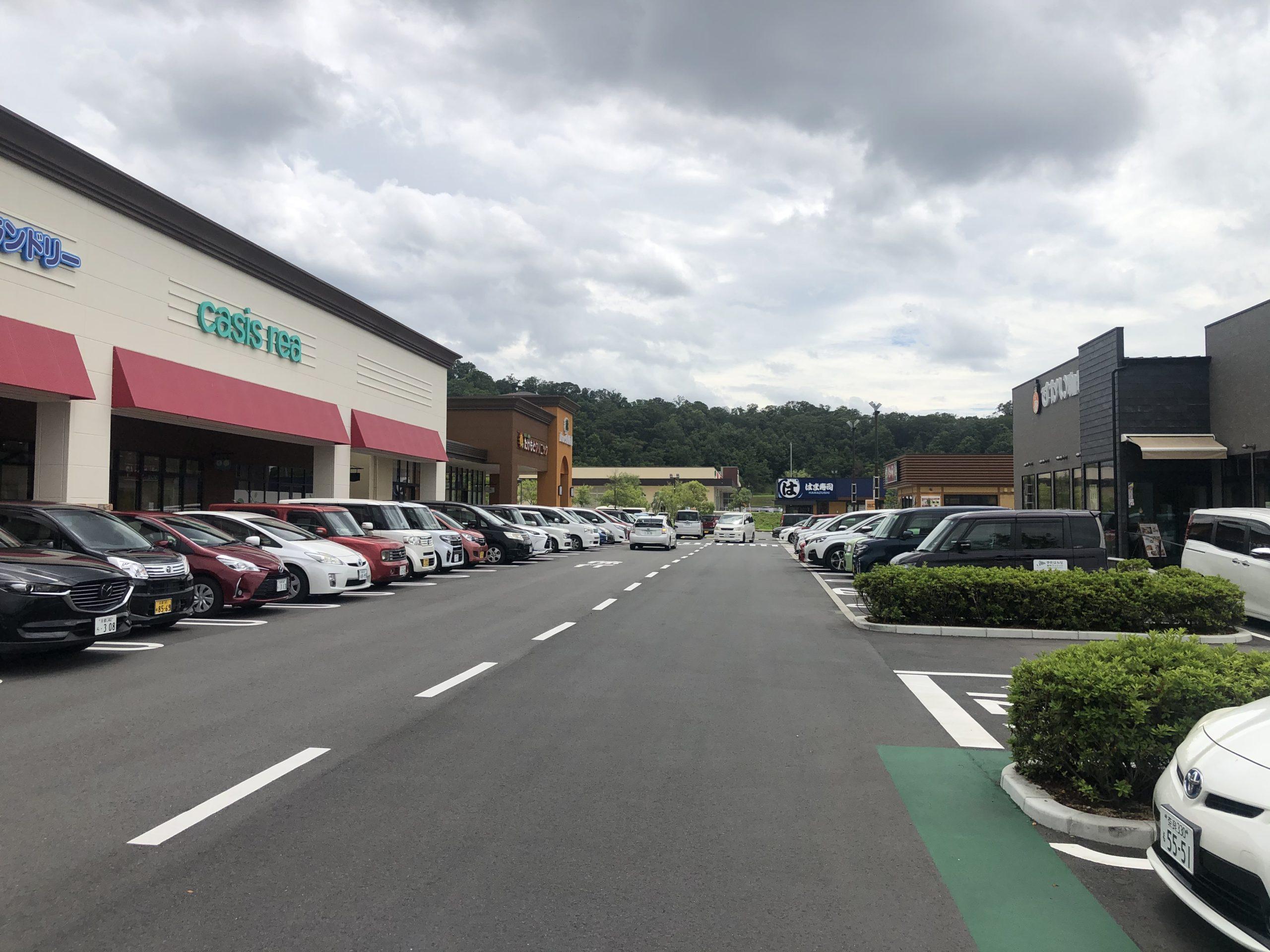 フォレストモール木津川・駐車場